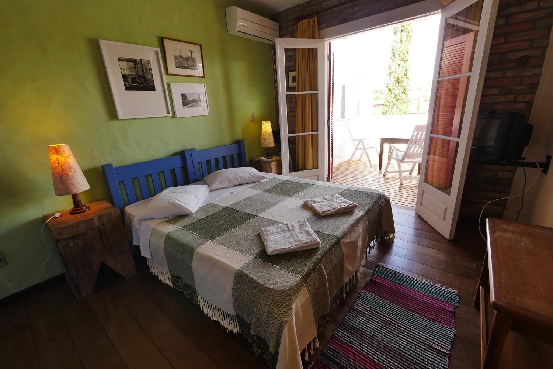 Alguns quartos possuem varandas com vista para o horizonte.
